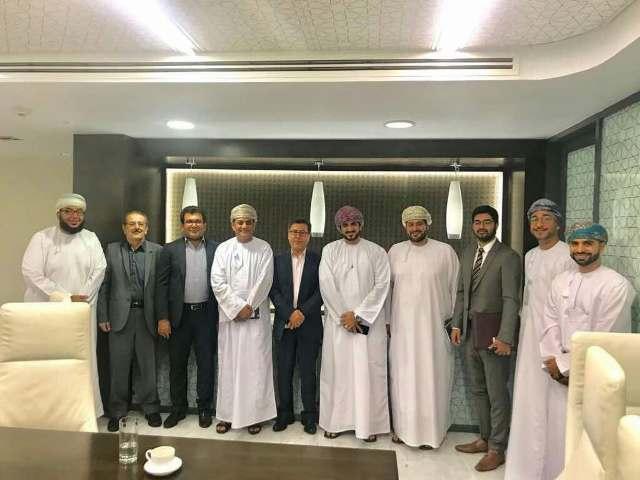 ايران و عمان تتطلعان إلي تعزيز التعاون المصرفي