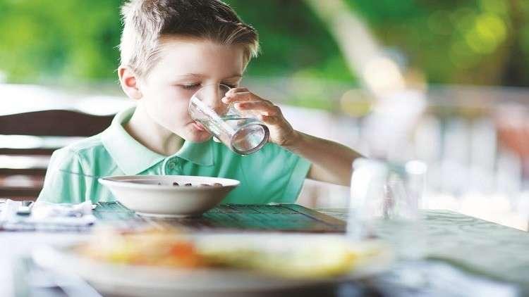 تناول مشروبات باردة مع أو بعد الطعام مضر جدا
