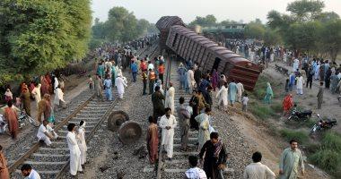 مصرع 5 أشخاص وإصابة 30 آخرين إثر خروج قطار عن القضبان فى الهند