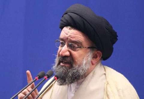خطيب جمعة طهران: آل سعود هم آل القتل والجريمة