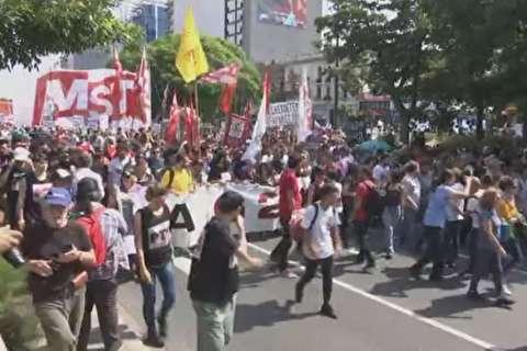 صور..تواصل الاحتجاجات فى الأرجنتين احتجاجا على سياسات مجموعة العشرين