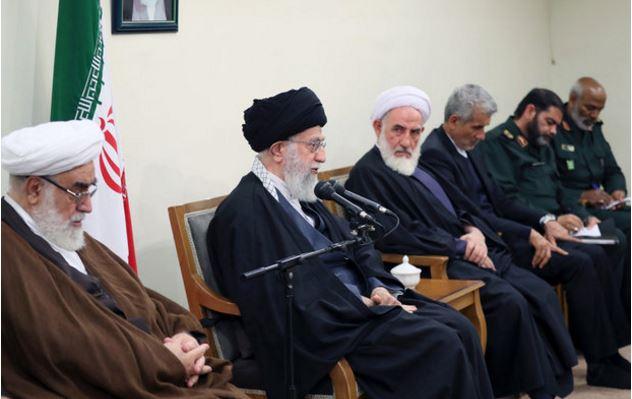 قائد الثورة: الشيعة والسنة في ايران وقفوا جنبا الى جنب في أصعب المواقف