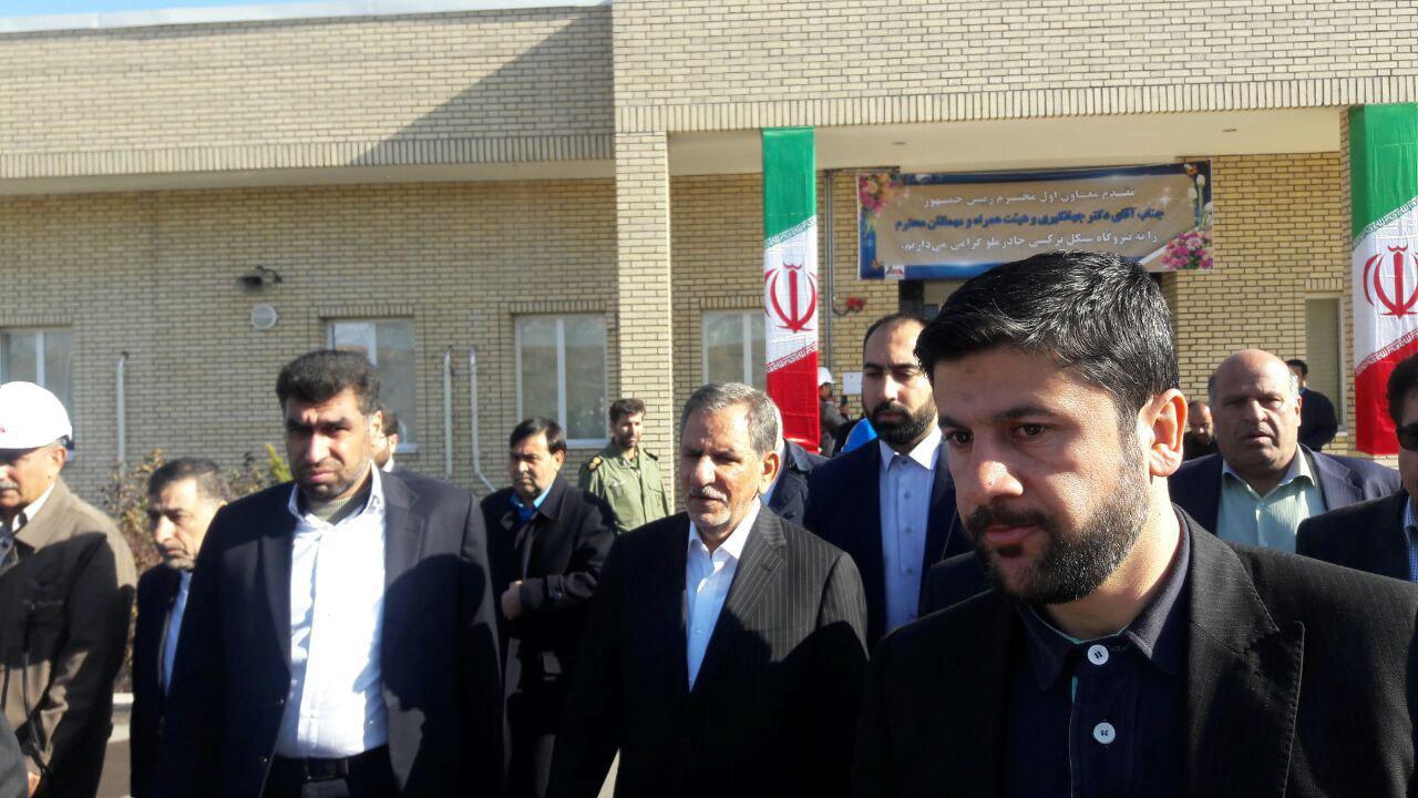 النائب الأول لرئيس الجمهورية يرعي مراسم تدشين مشروعين صناعيين في یزد