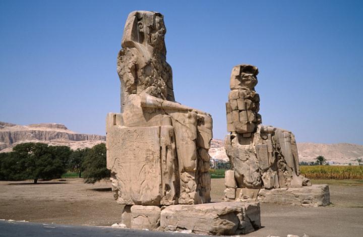 مصر تعلن اكتشاف مقبرة تعود لـ4400 عام في هضبة الأهرامات