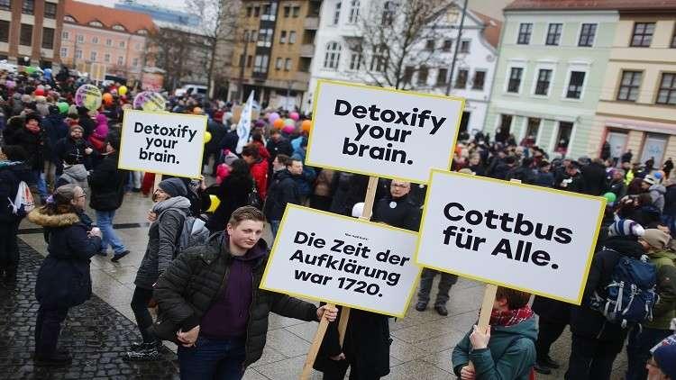 مسيرة لألمان ولاجئين عرب مناهضة للكراهية