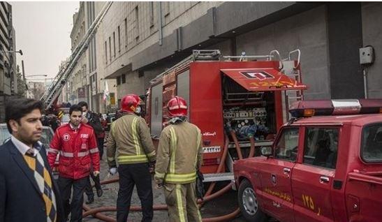 احتمال انهيار المبنى الذي اشتعلت فيه النيران أمس الاثنين في طهران