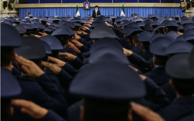 قائد الثورة الاسلامية يستقبل عدد من قادة وافراد القوات الجوية