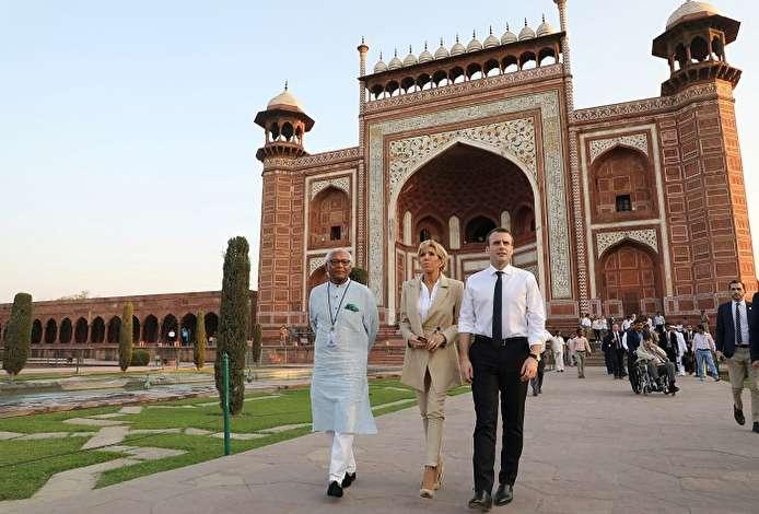 صور.. الرئيس الفرنسى يختتم زيارته للهند بجولة فى مواقع أثرية هندوسية