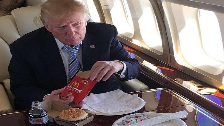 ترامب يشطب الوجبات السريعة من قائمة طعامه
