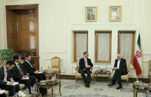 التعاون الاقتصادي والاتفاق النووي محور محادثات ظريف وموري