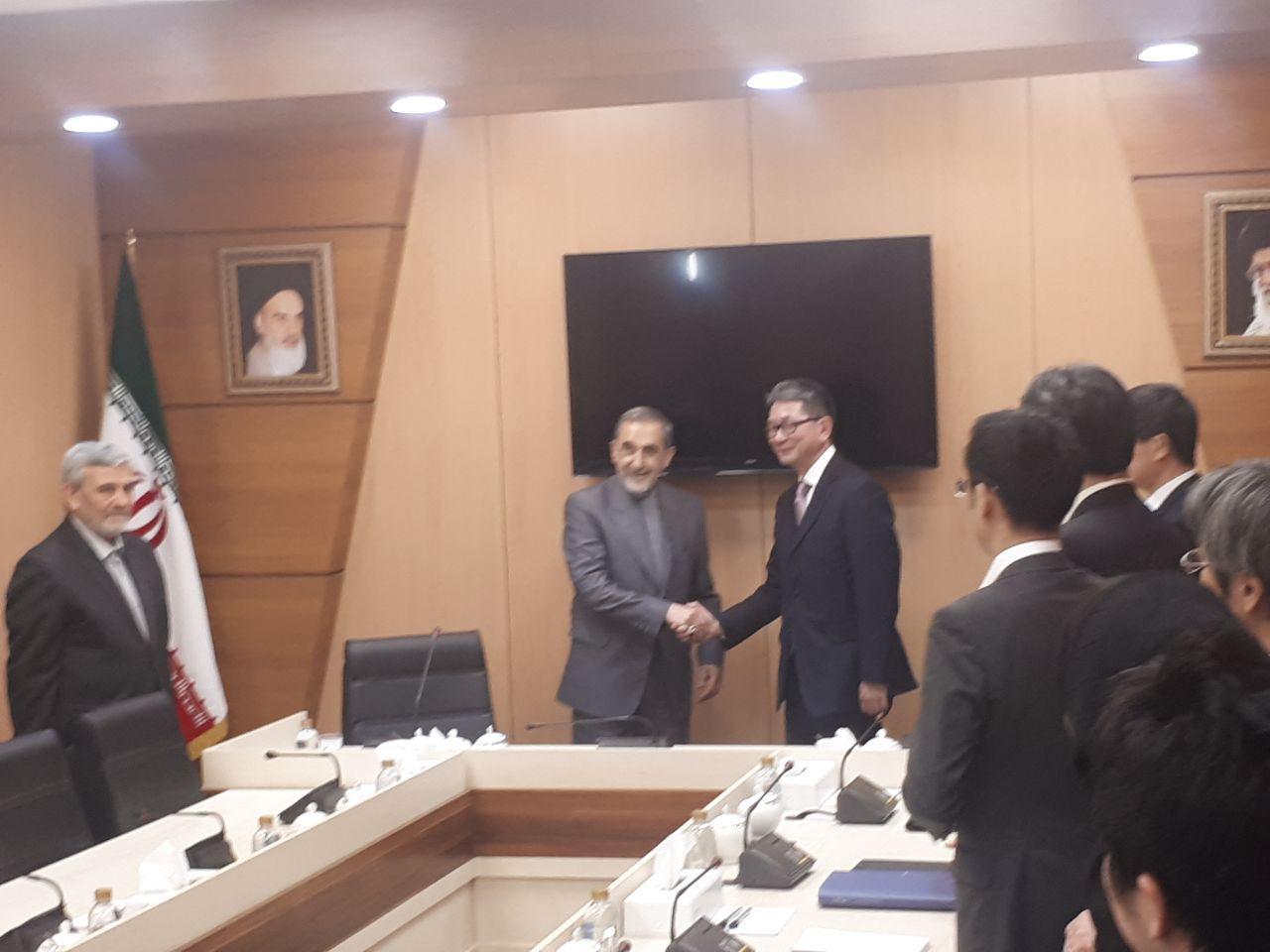 ولايتي: اليابان تحظي بمكانة وأهمية خاصة لدي إيران