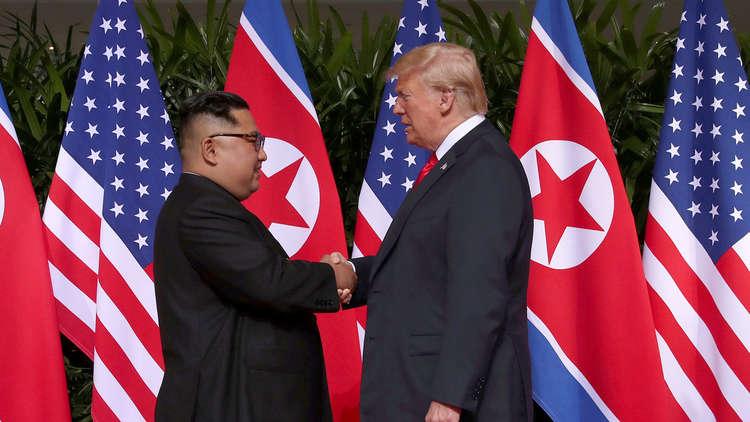 مصافحة تاريخية بين ترامب وكيم جونغ أون