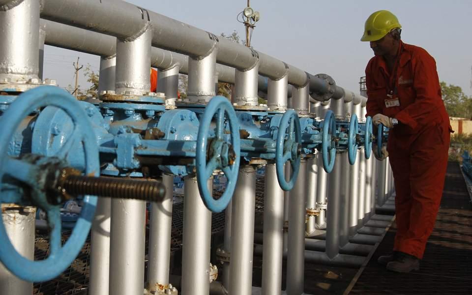 شركة هندية للتكرير تسعي لشراء مليون برميل إضافي من النفط الإيراني