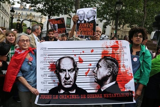 الاحتجاجات تلاحق نتنياهو إلى لندن وتطالب باعتقاله لارتكابه جرائم حرب