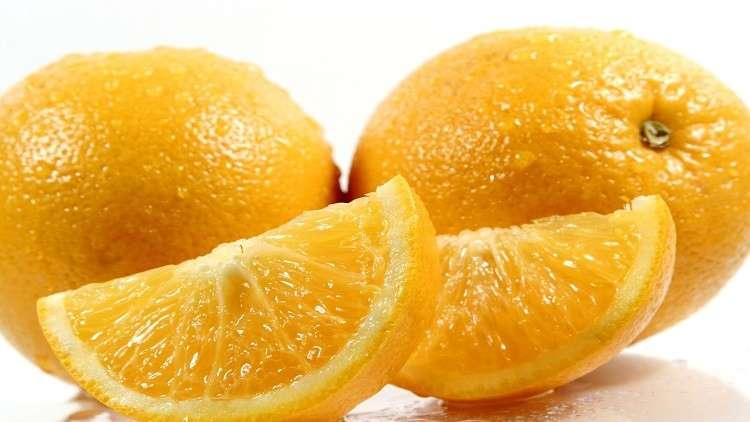 دراسة تكشف فائدة البرتقال لصحة العيون
