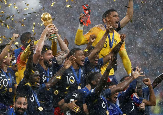 فرنسا.. شغب في باريس بعد فوز