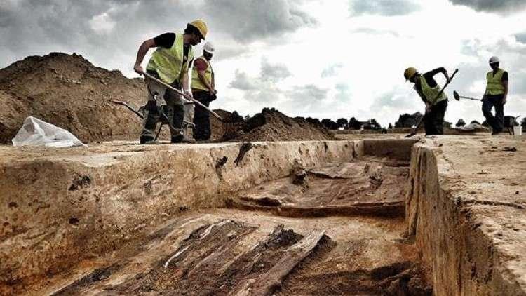 اكتشاف جثث 125 جنديا في