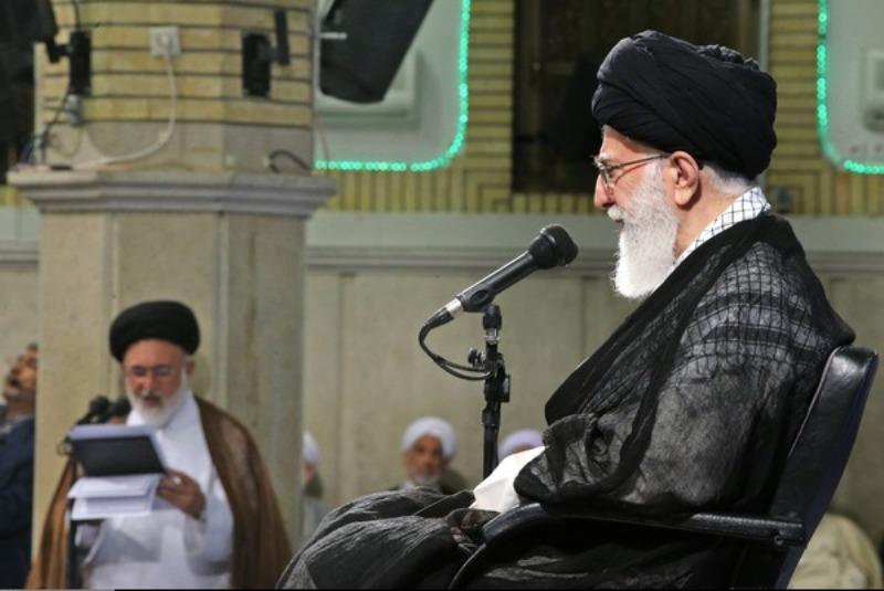 قائد الثورة الإسلامیة یستقبل القائمین علي شؤون الحج فی البلاد