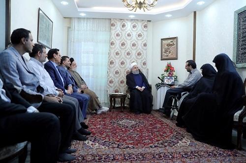 الرئيس روحاني: الروح المعنوية العالية لاسر الشهداء ومعاقي الحرب قيمة جدا