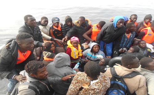 ننشر صور إنقاذ البحرية الإسبانية لـ 328 مهاجرا من البحر المتوسط