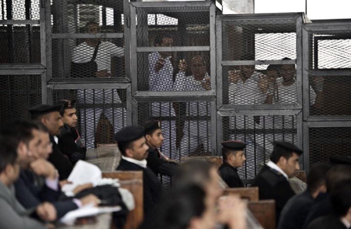 تدهور الحالة الصحية لمئات المعتقلين بمصر جراء منع العلاج