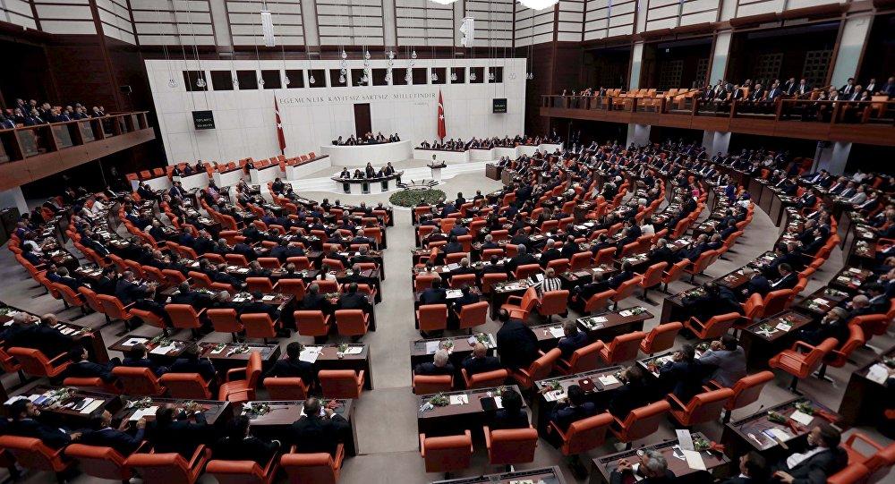 البرلمان التركي يقر قانونا أمنيا جديدا بعد رفع حالة الطوارئ