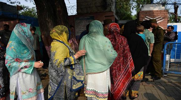 28 قتيلا وجرح 35 آخرون على الاقل في هجوم انتحاري قرب مركز اقتراع في باكستان