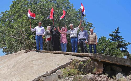 صور.. احتفالات بالقنيطرة بعد استعادة الجيش السورى السيطرة عليها