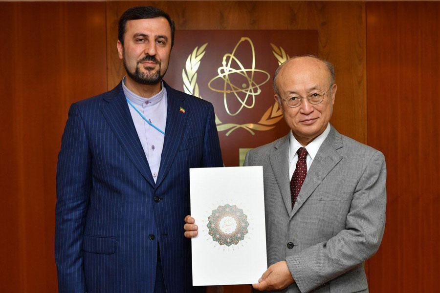 مندوب ايران في الوكالة الذرية يسلم اوراق اعتماده الي امانو