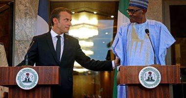 الرئيس الفرنسى يصل نيجيريا ويلتقى نظيره محمد بخارى