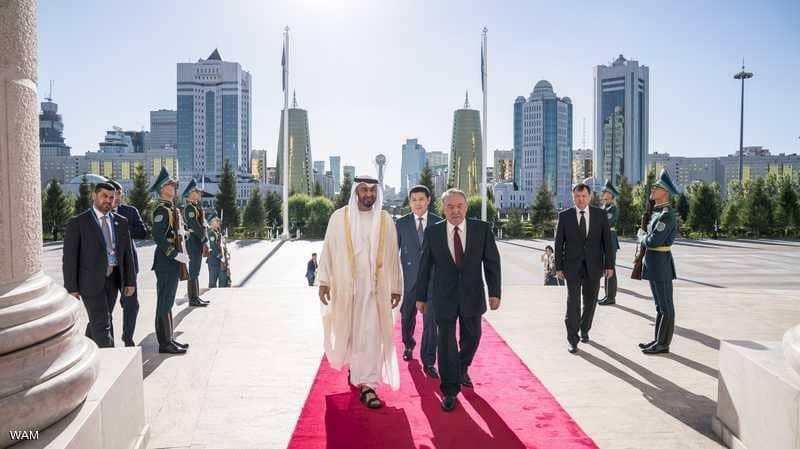 محمد بن زايد يبحث مع رئيس كازاخستان تعزيز التعاون