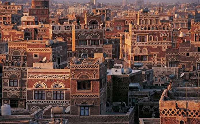 """صور.. خسائر جسيمة فى مدينة التراث """"صنعاء القديمة"""" باليمن بسبب الحرب"""