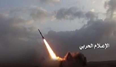 باليستي يمني يستهدف معسكرا جنوب السعودية