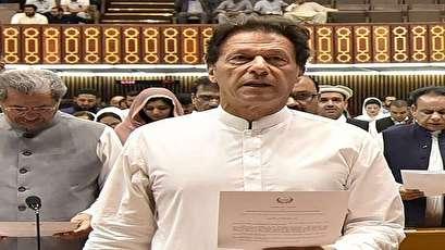 عمران خان يؤدي اليمين رئيسا لحكومة باكستان