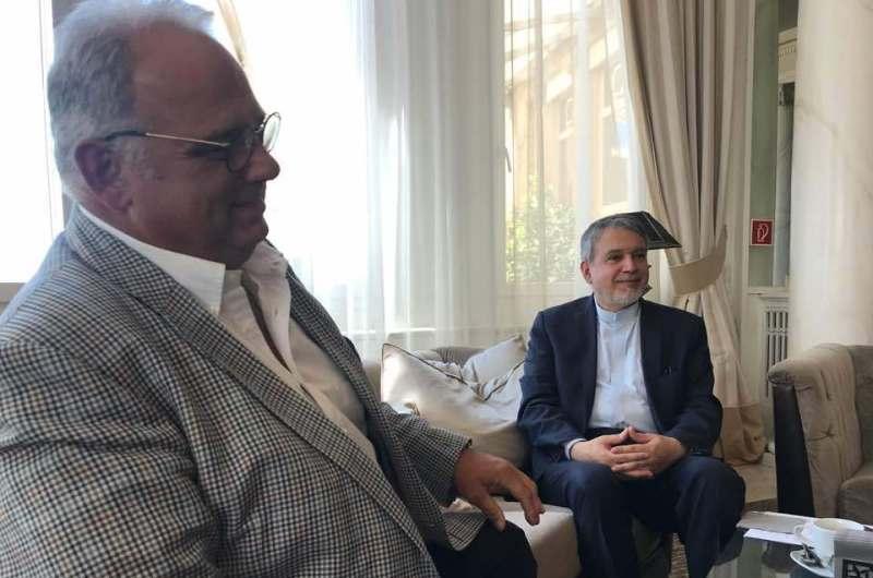 ايران والاتحاد العالمي للمصارعة يتطلعان إلي تعزيز التعاون المشترك