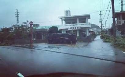 صور.. إعصار ترامى يتسبب فى انقطاع التيار الكهربائى فى عدة مدن باليابان