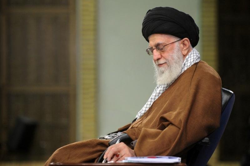 قائد الثورة الاسلامية يقدم التعازي بحادث تحطم طائرة الشحن الايرانية