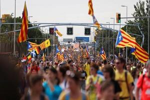 تواصل الاحتجاجات ببرشلونة وإلغاء رحلات وقطع طرق تؤدي لفرنسا