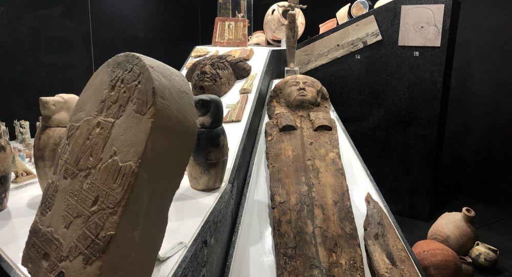 مصر... تفاصيل اكتشاف 30 تابوتا آدميا بالأقصر تعود لما قبل 3000 عام