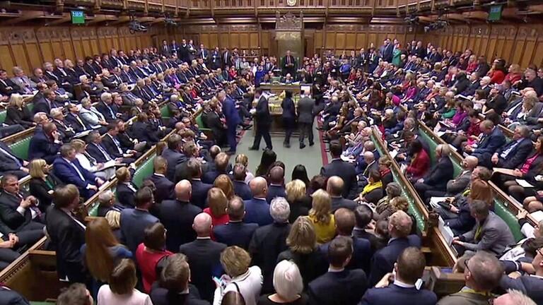 مجلس العموم البريطاني يقرر إرجاء التصويت على