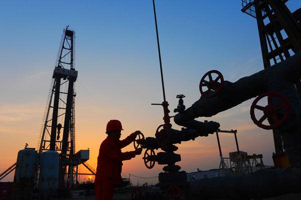 شينهوا: الولايات المتحدة فشلت في وقف نمو صناعة النفط الإيرانية