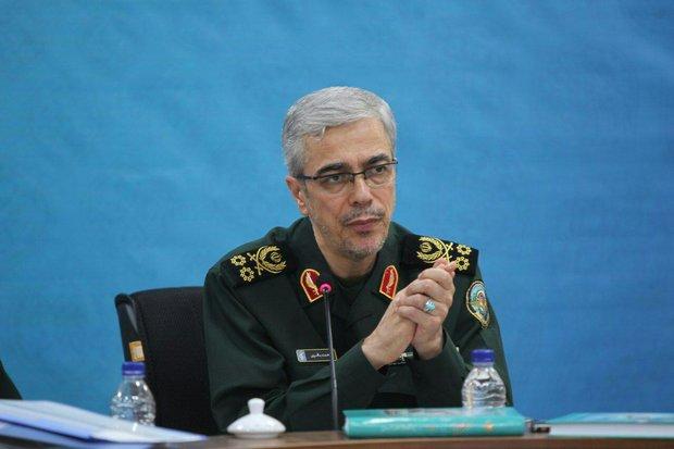 اللواء باقري: القوة البرية تضطلع بمسؤولية الدفاع عن اراضي إيران في مواجهة التهديدات الخارجية
