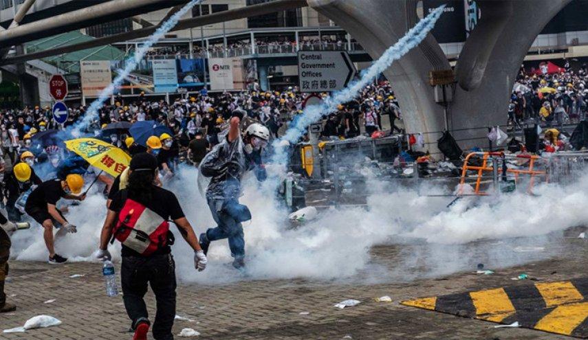إصابة متظاهر في هونغ كونغ برصاص أطلقته الشرطة