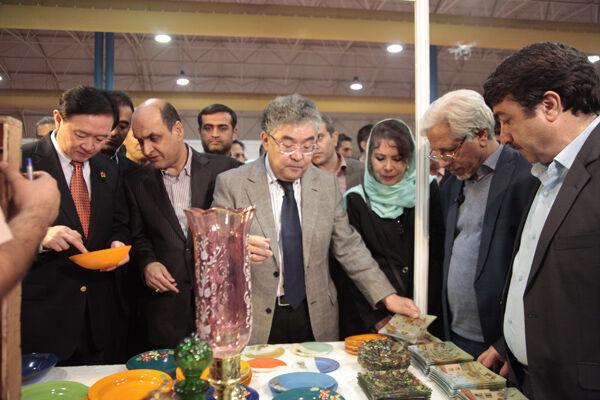 الصين وكازاخستان تؤكدان على ضرورة تعزيز العلاقات مع ايران