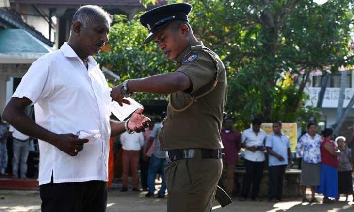 إطلاق نار على حافلات تقل ناخبين قبل ساعات من بدء اقتراع رئاسي في سريلانكا