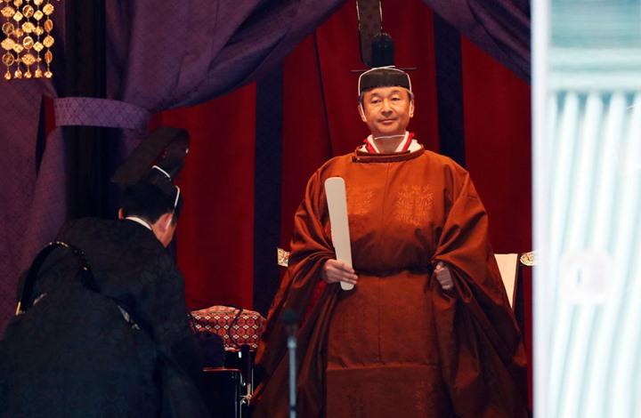 إمبراطور اليابان يقضي ليلة مع