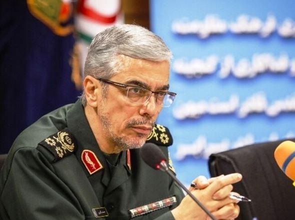 اللواء باقري: القوات المسلحة تضطلع بمسؤوليات كبيرة لمواجهة التهديدات العسكرية