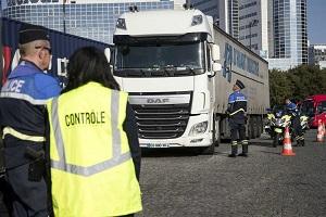 فرنسا.. ضبط شاحنة على متنها 31 مهاجرا
