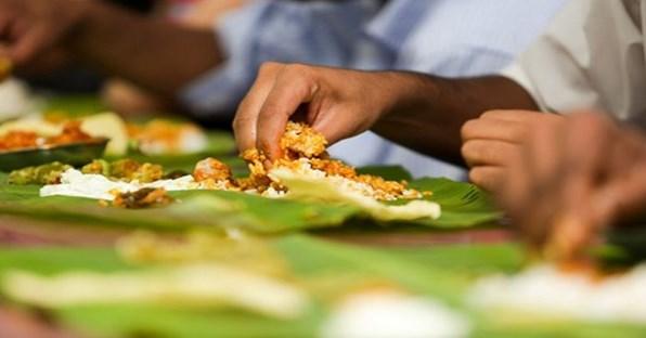 الأكل باليدين أكثر فائدة من الشوكة والسكين
