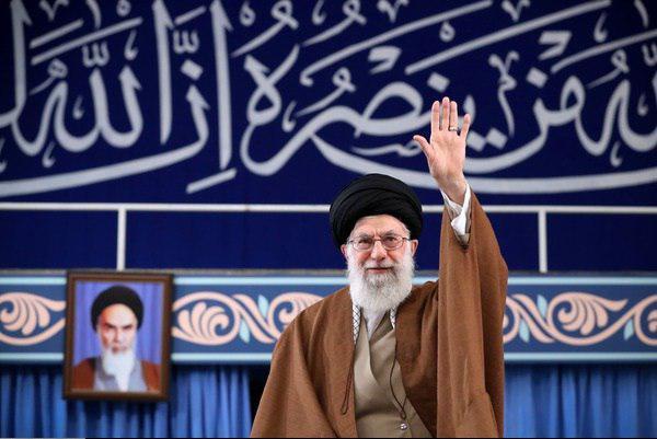 قائد الثورة: الاختلاف بين الشعب الإيراني والإدارات الأمریكية يعود إلى انقلاب 1953